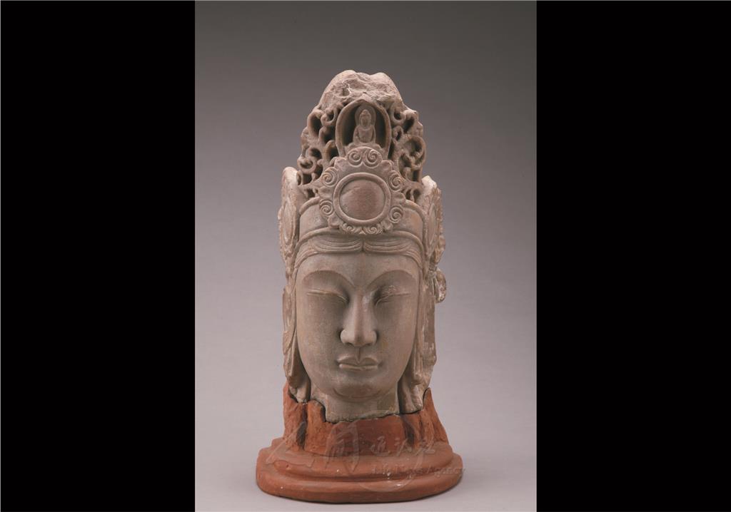 图说:石雕观音菩萨头像—菩萨头为圆雕.